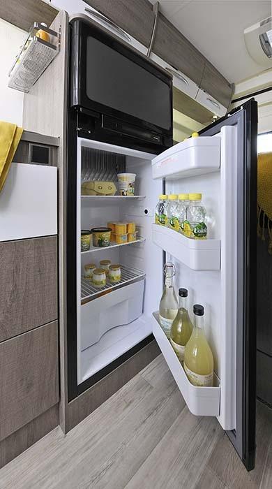 La grand frigo du Fourgon aménagé Bavaria V600F