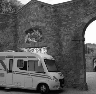 Camping car Bavaria à l'abbaye de Fontfroide