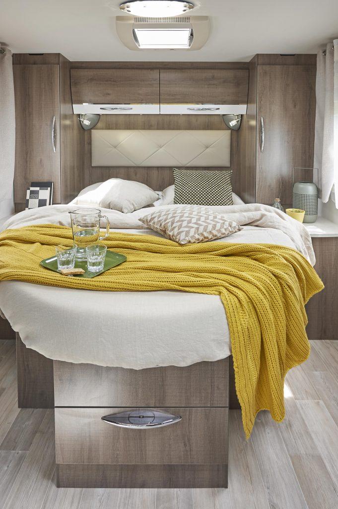 camping-car profilé compact avec lit central bavaria
